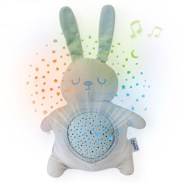 Lampa de veghe si proiector stelute pentru copii si bebelusi Pabobo jucarie din plus Iepuras cu melodii linistitoare
